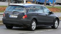 Mercedes R-Class Facelift Prototype Spy Photo
