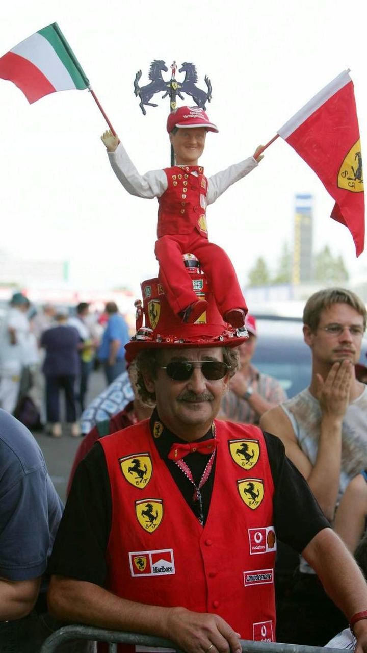 Fan of Michael Schumacher, large hat with doll of Michael holding Italian and Ferrari flag, Nürburgring 26.05.2005