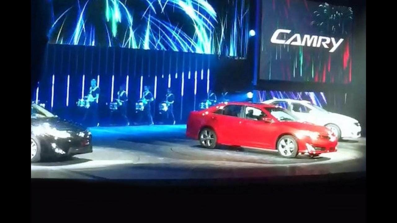 Primeiras imagens do Toyota Camry 2012 vazam durante apresentação