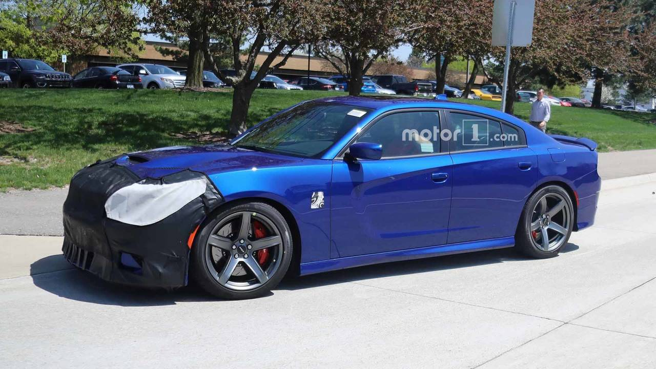 Dodge Charger Hellcat Lease >> Refreshed Dodge Charger SRT Hellcat Spied For First Time