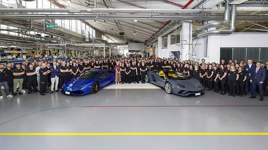 Lamborghini, 11 bininci Huracan ve 8 bininci Aventador'u kutluyor