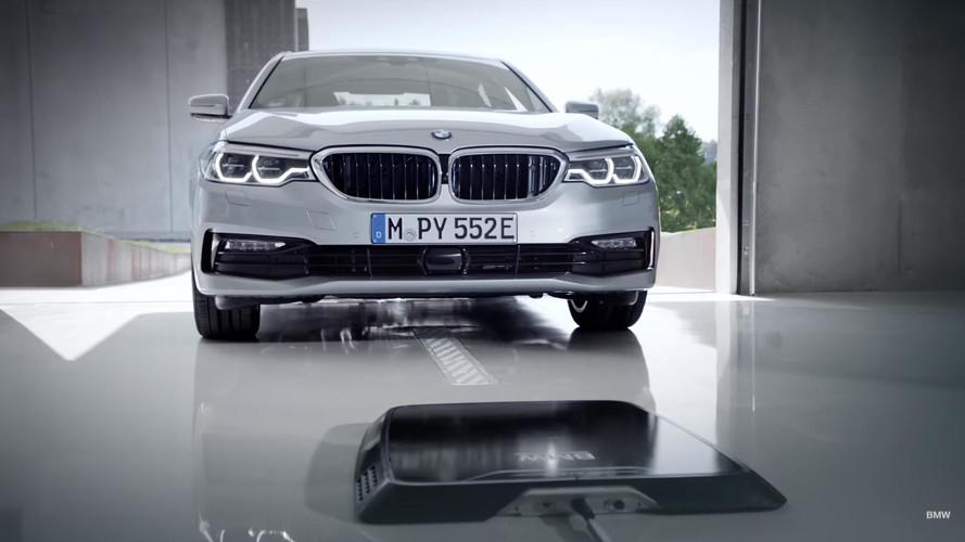 VIDÉO - La BMW 530e iPerformance se recharge comme par magie