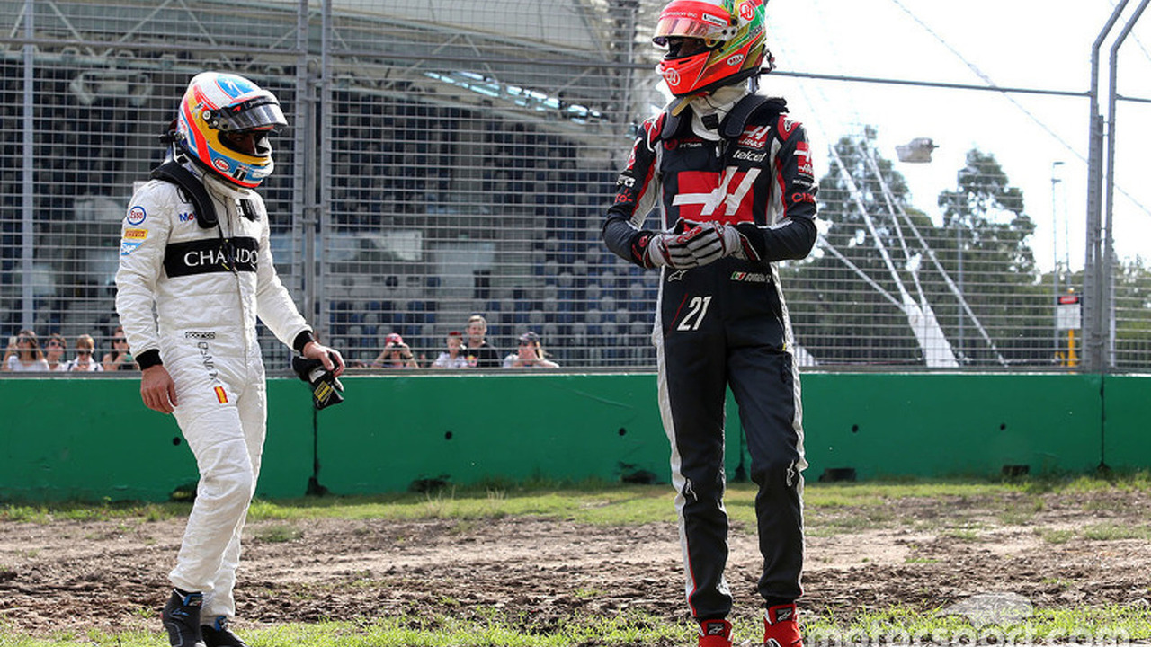 Esteban Gutierrez, Haas F1 Team and Fernando Alonso, McLaren