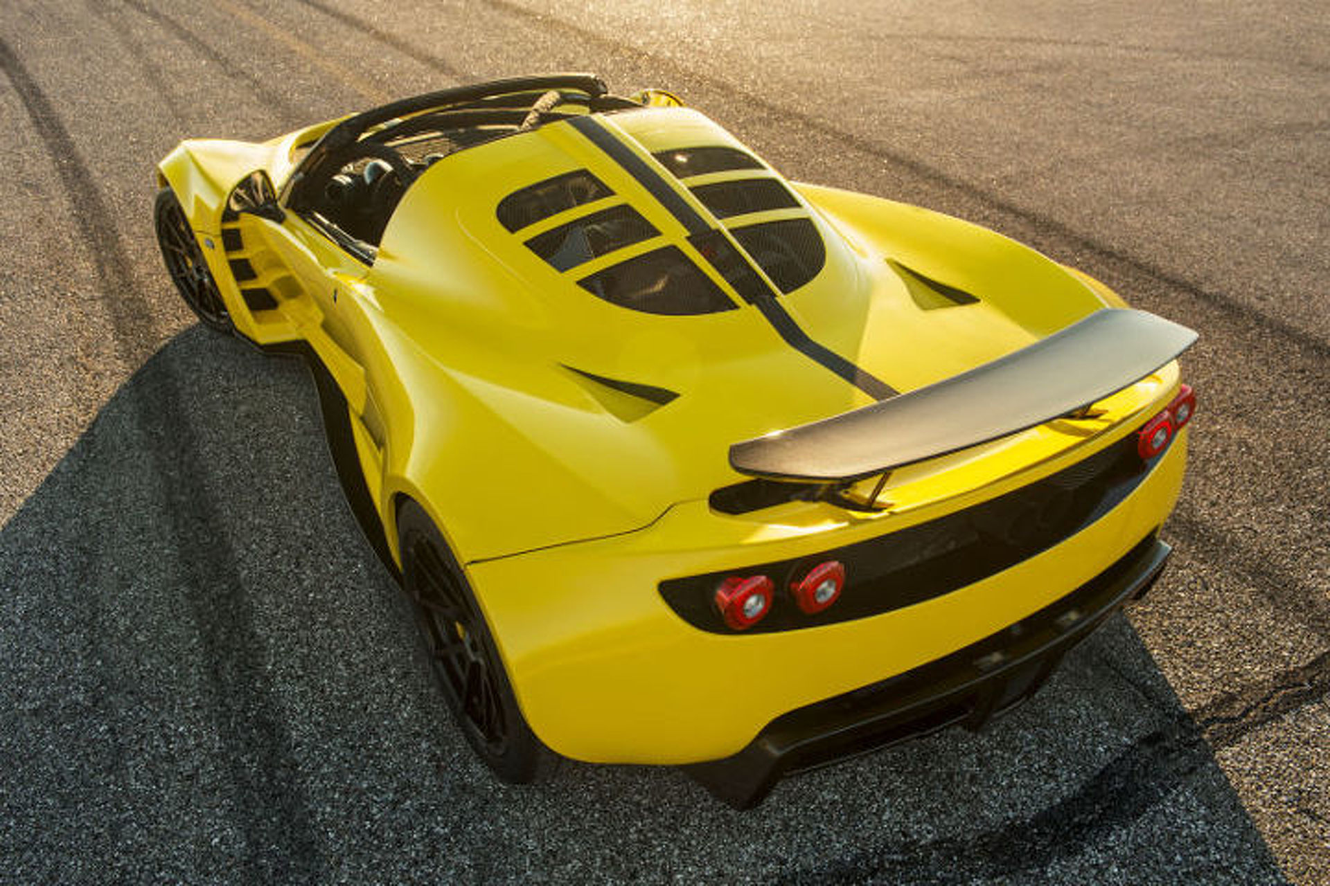 Hennessey Venom GT Spyder Puts out A Ridiculous 1451 Horsepower