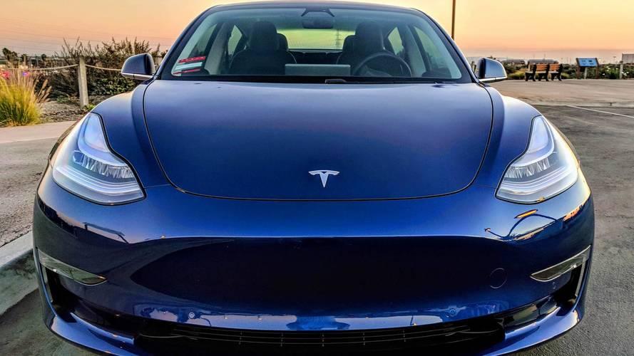 Tesla : 9% des effectifs licenciés, le cours gagne 4%