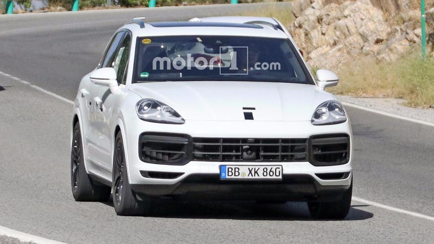 White 2018 Porsche Cayenne Spy Photos
