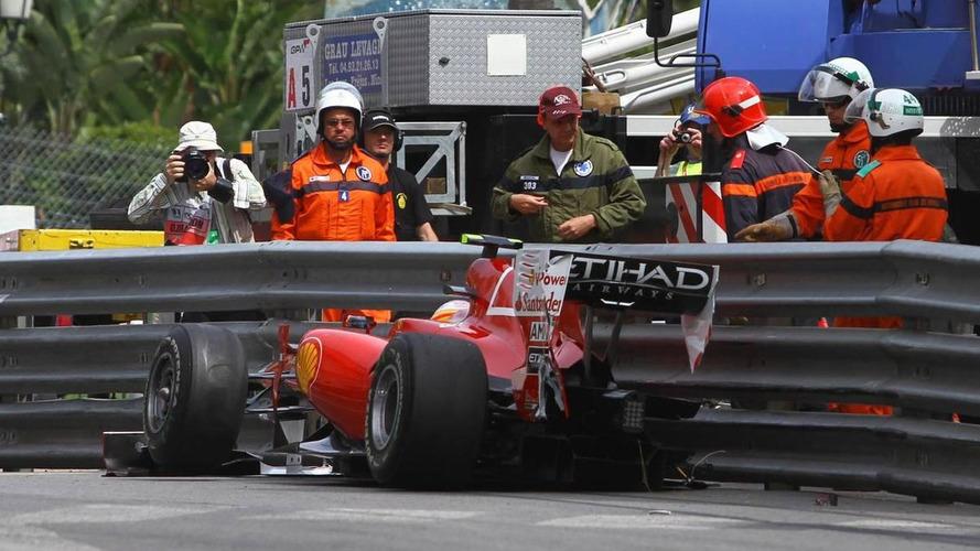 Alonso crashes Ferrari in final practice