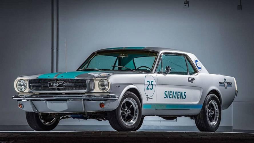 Önvezető technológiával ellátott 1965-ös Ford Mustang
