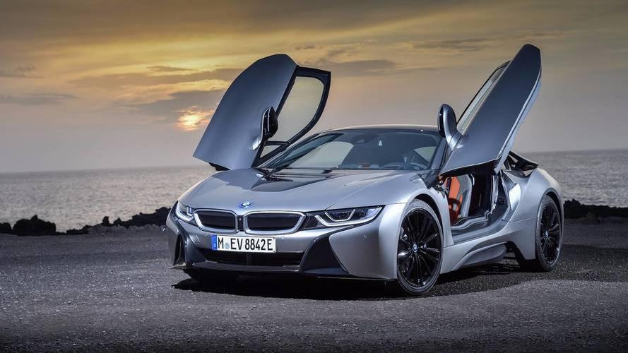 BMW i8 Roadster'ın yeni versiyonları, satışlara renk katacak