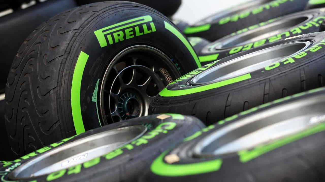 Wet Pirelli tyres / XPB