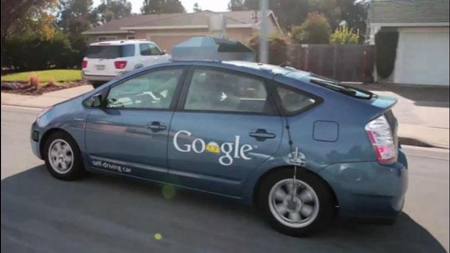 Google offre ai costruttori l'auto che si guida da sé