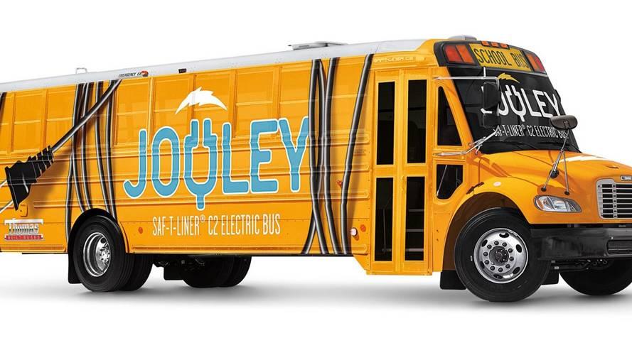Elektromos hajtásra vált a híres amerikai iskolabusz