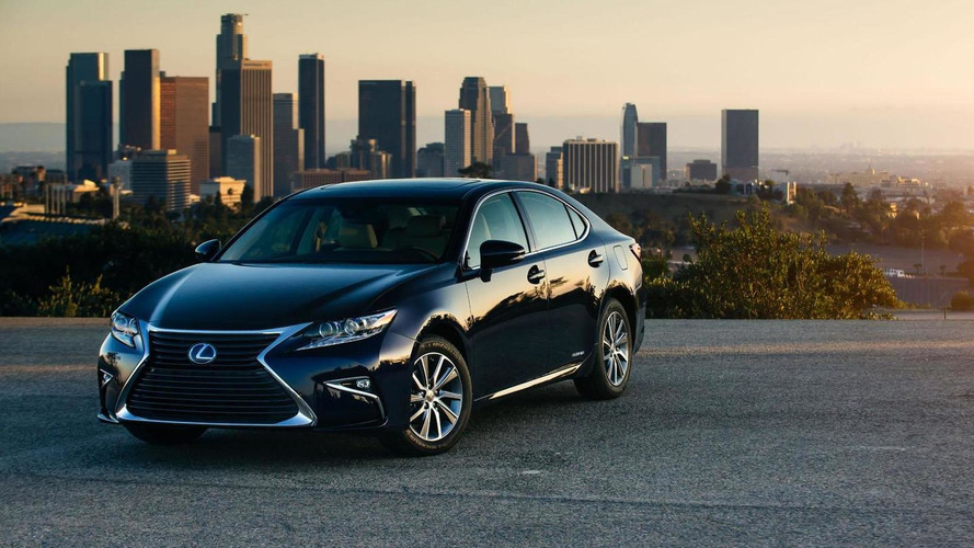 2016 Lexus ES 350 & ES 300h get detailed