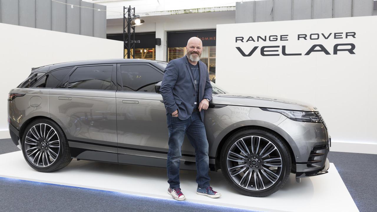 le range rover velar s 39 expose pour la premi re fois paris. Black Bedroom Furniture Sets. Home Design Ideas