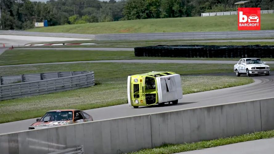 Ce VW Combi roule (presque) sur deux roues