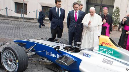 Le Pape bénit une Formule E avant l'E-Prix de rome