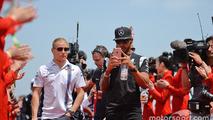 Lewis Hamilton, Mercedes AMG F1 Team and Valtteri Bottas, Williams on the drivers parade