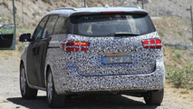 2015 Kia Sedona (Grand Carnival) spy photo 14.08.2013