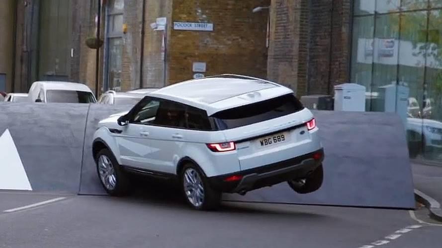 Dünyanın en büyük kasisi Range Rover Evoque için hiç problem değil