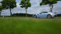 Aston Martin V12 Vantage in Mako Blue