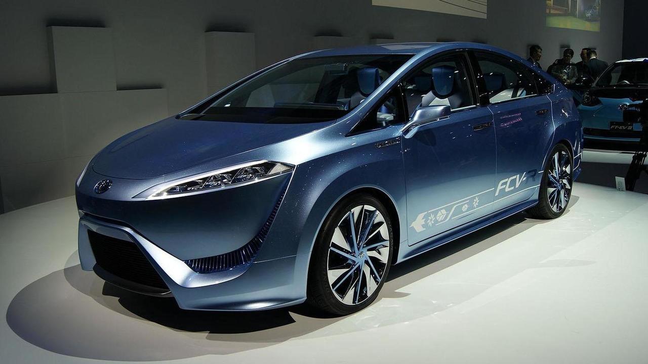 Toyota FCV-R concept live in Tokyo 30.11.2011