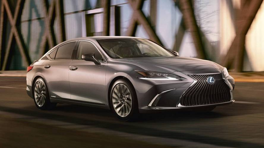 Lexus ES revealed Family face for fancier mid-size sedan