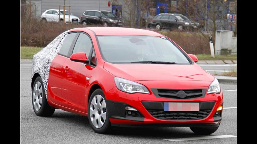Erwischt: Opel Astra Stufenheck