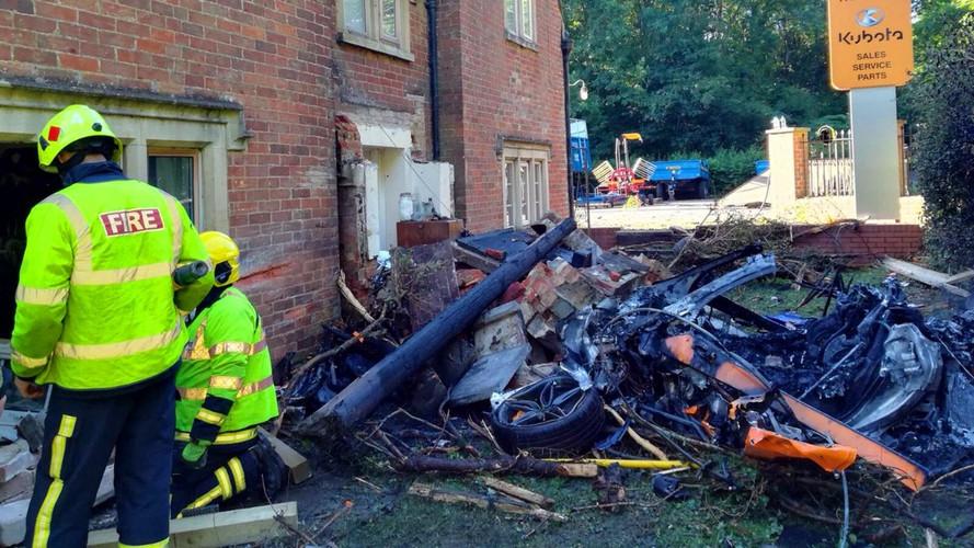 McLaren 570S Crashes Into House, Burns To A Crisp