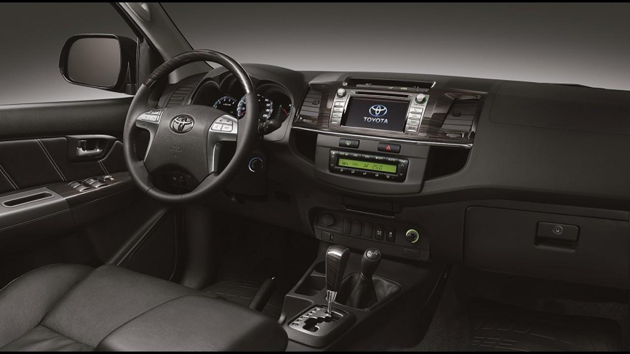 Toyota oficializa Hilux Limited Edition e revela novidades da linha 2015