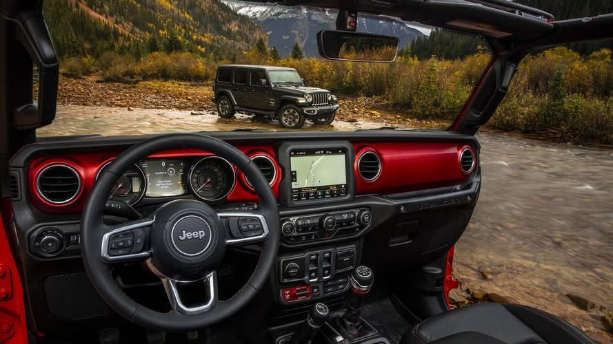 2018 Jeep Wrangler'ın iç kabinin resmi fotoğrafları