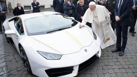 Papal Lambo fetches £630,000 at charity auction