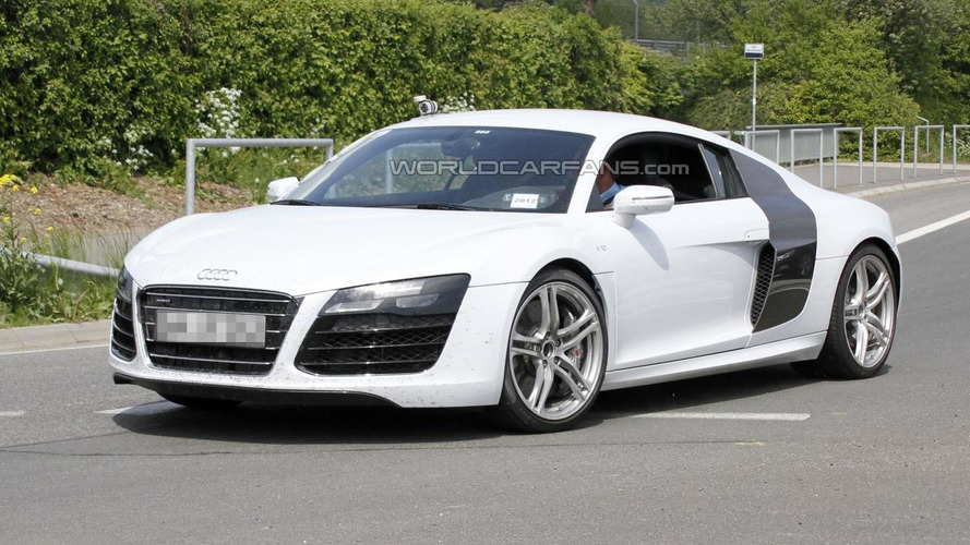 Audi R8 facelift spied undisguised in white