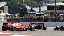 Sebastian Vettel, Ferrari SF16-H spins at the start of the race