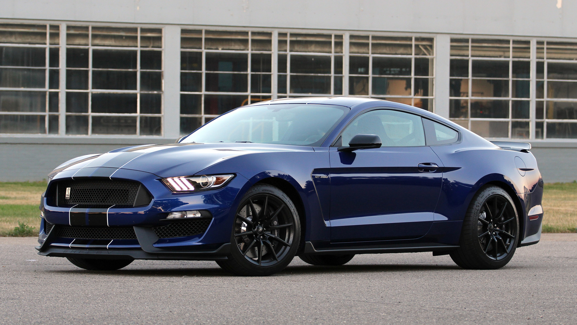 ford shelby gt350 mustang could get dual clutch transmission. Black Bedroom Furniture Sets. Home Design Ideas
