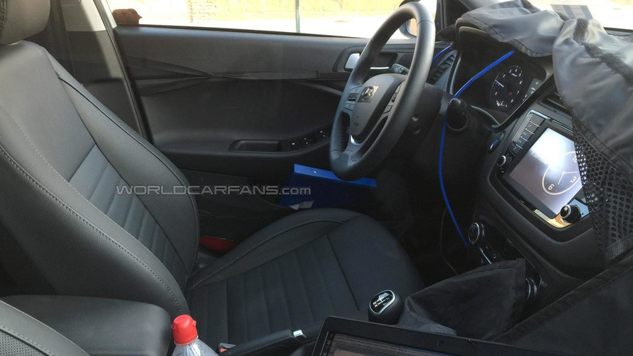Euro-spec Hyundai i20 Active/Cross spied inside and out; has 1.0-liter turbo