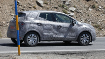 2014 Renault Clio Crossover spy photo 11.9.2012