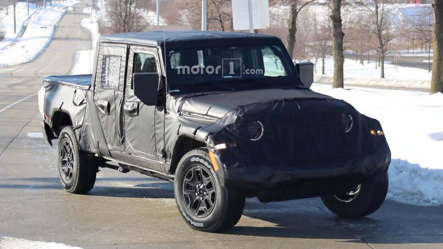 Jeep'in yeni pickup'ı Wrangler Scrambler yollarda görüntülendi