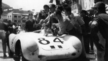 Pit stop for the Porsche 550 A Spyder
