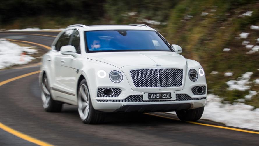 Bentley comemora sucesso do Bentayga e já prepara carroceria cupê