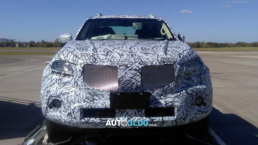 Flagra! Picape Mercedes Classe X de produção desembarca na Argentina