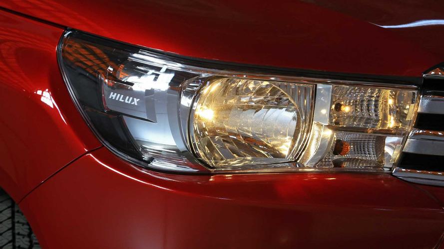 Comparativo - Chevrolet S10 2.5 Flex AT vs. Toyota Hilux SRV 2.7 Flex AT
