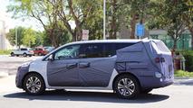 Kia Sedona Facelift Spied