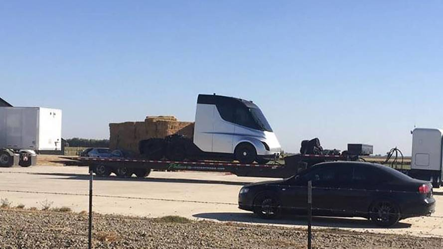Tesla repousse la date de présentation de son camion électrique