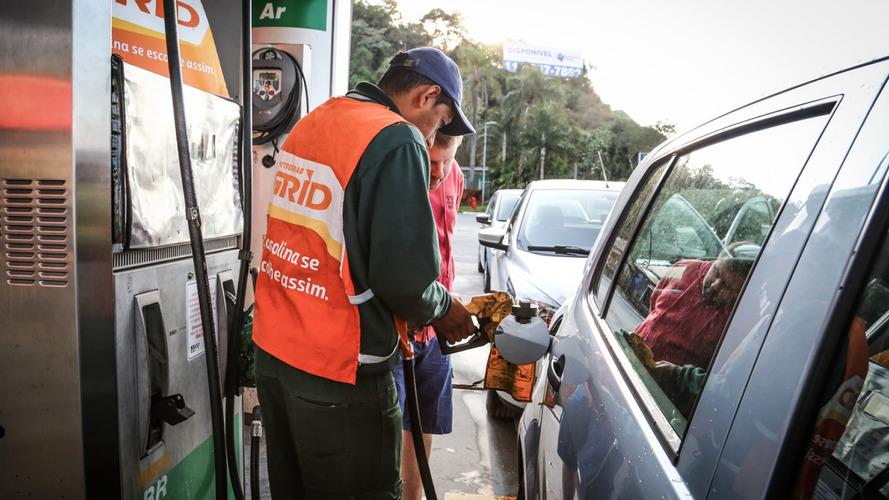 Petrobras reajusta preço da gasolina em 8% nesta terça-feira