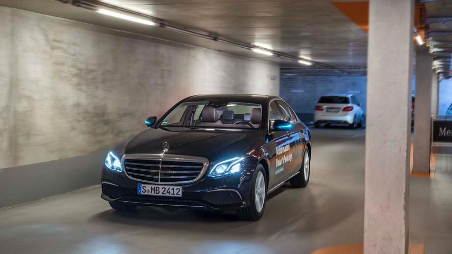 Mercedes sürücüsüz vale sistemini tanıttı