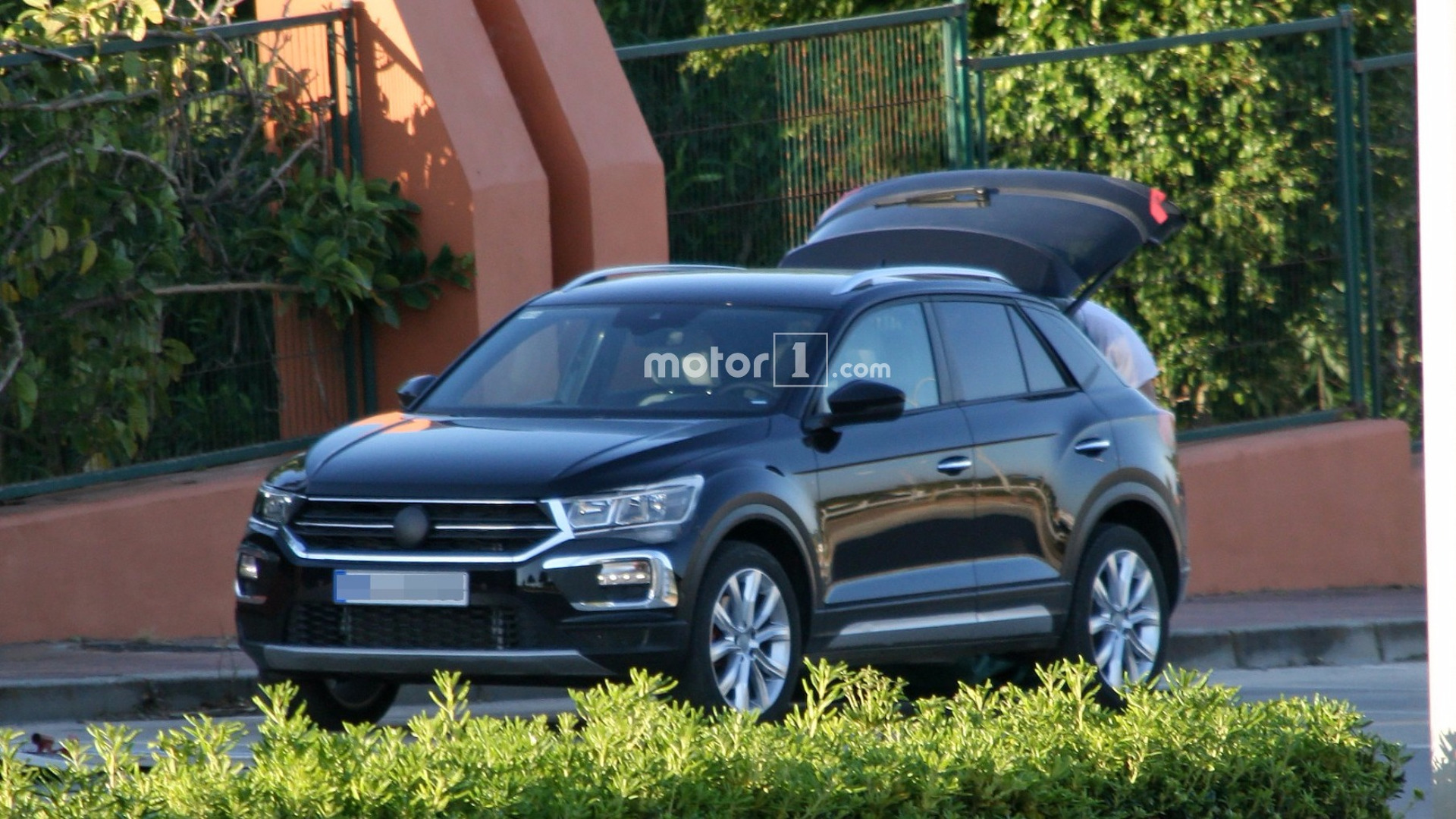 vw t roc could be brand 39 s first car with mild hybrid system. Black Bedroom Furniture Sets. Home Design Ideas