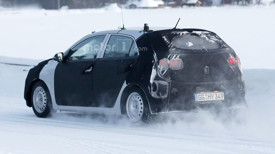 2017 Kia Rio spotted cruising on icy roads [video]