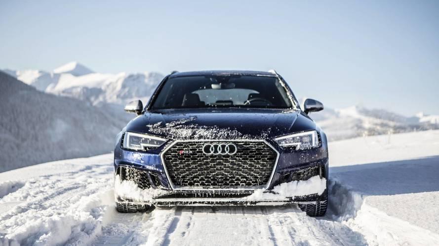 Audi RS4 Avant Navarra Blue