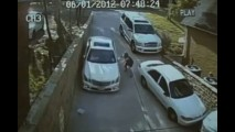 VÍDEO: Não esqueça de puxar o freio de mão!