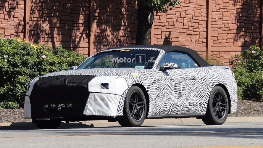Photos espion - La Ford Mustang Cabriolet restylée est de sortie !